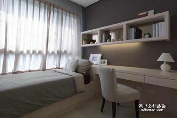 书房就是第二个小卧室,灰色的背景墙,小型格子书架,节省空间