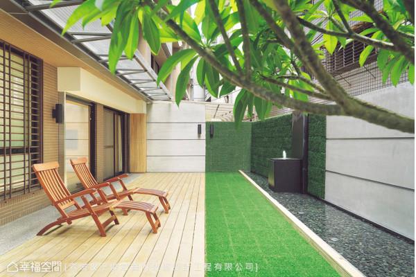 与自然相互依存共生,藉由植生墙、南方松、草坪、卵石、流水规划庭园。