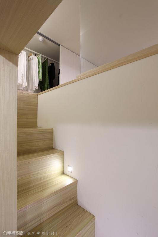 在梯间中段加设投射灯光,让视野更加清楚,顾虑到安全性的细心考虑。