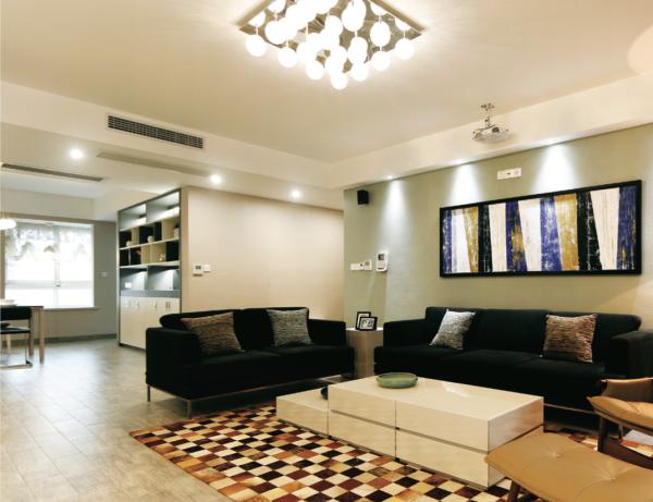 越是小房型家里的空间就越是珍贵,用1台柜机+2台挂壁机相差不大的投资,不仅扩大了家里地面面积,更有中央空调的尊贵享受。