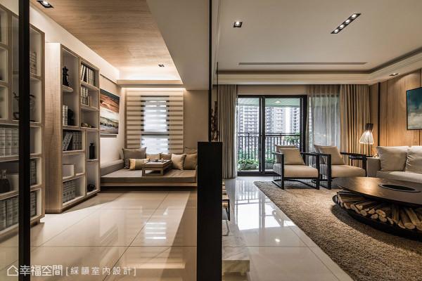 藉由墙面厚度的轻简化,模糊客厅与书房的实际分界。