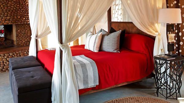 客人可在丛林套房中体验极致奢华,或在原汁原味猎装风格的帐篷营地内拥抱大自然;可以在南非最精致的丛林spa寻求内心平衡,或是欣赏祖鲁族战士的特色表演,感受韵味十足的百年仪式。
