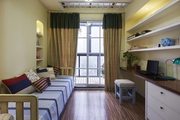 简单的书房,同事再来朋友的时候可以充当客房的功能!
