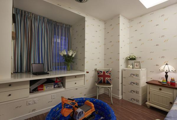 儿童房设计比较简单,主要是在飘窗的设计。带储物功能的同时也可以做书桌!