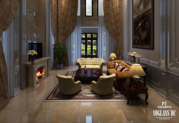 客厅采用欧式装修风格,电视下面的壁炉给人以温暖的感觉。柔软的淡黄色皮质沙发也让人感觉温暖,整个客厅充满了温馨。