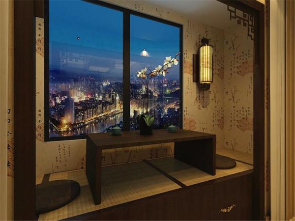 整个空间的墙面都贴有黄色带有竹字还有一些诗句的壁纸,墙上的配饰有字画和扇子还有大幅的山水
