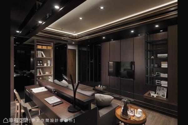 俩人生活的揭序以客厅与书房的整合为重心,入门后侧边的收纳量体整合鞋帽、书籍与冰箱,以拉门为对称景致。