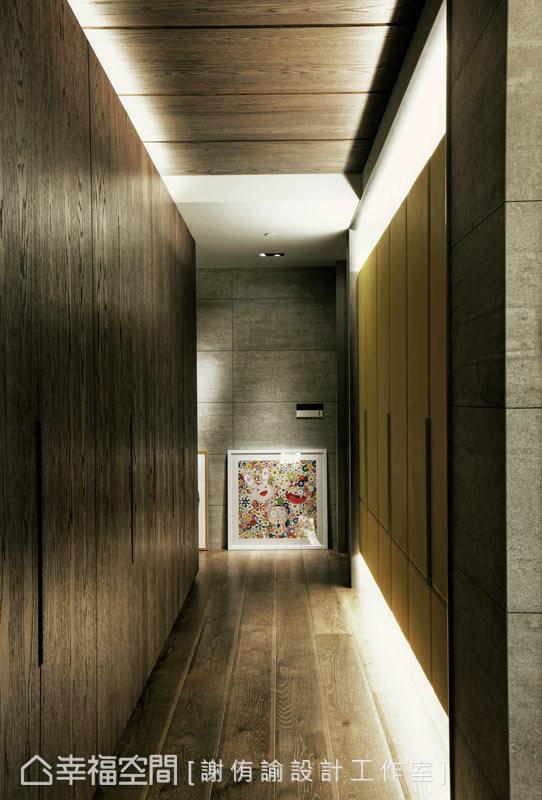 线条利落的廊道表情,纯粹且兼具机能性,牛皮与木皮的柜面更表现细腻质感。