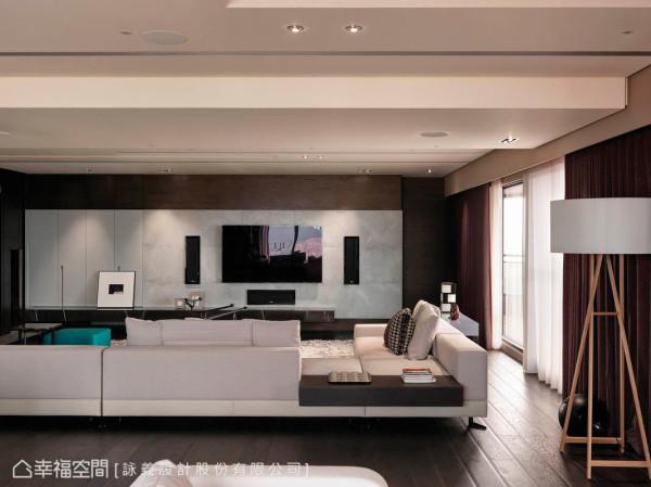 依业主个性及生活机能所需,让设计感知一一铺陈,并将收纳空间视为设计的一部分,整合了电视墙的立面规划。