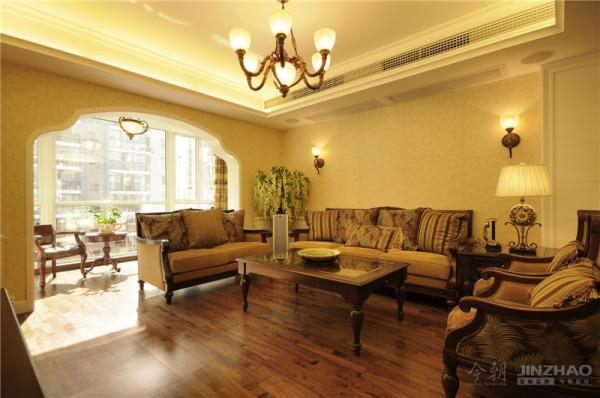 用色稳重不失内涵,处处彰显着高雅的氛围,每样家具的摆放都倾注了业主对生活的独特理解,房屋不拘谨且充分体现了房屋主人对生活品质的追求。