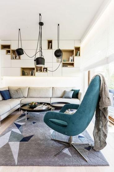 灰色的大地毯让人非常舒服,隐约的线条设计感十足。