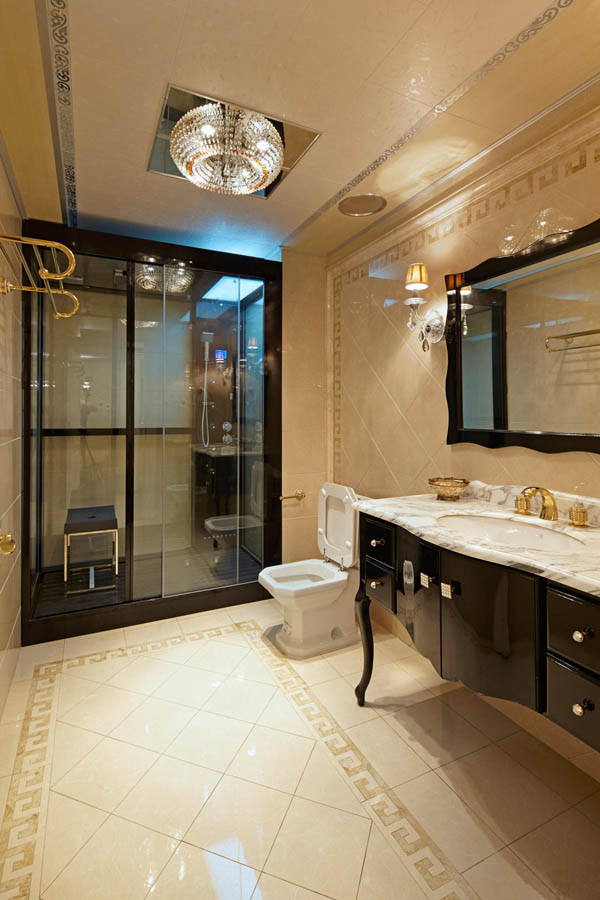 卫生间设计效果图 我们都喜欢自己的卫生间能够布置的更加有特点,大众多的装修设计中,人们更加喜欢欧式风格的卫生间,这种风格的卫生间会显得很气派,再加上配上颜色,腰线以及墙砖等带有一些花纹的会显示得高档