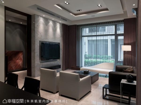 原格局中,入门后空间即以敞阔的姿态展开,设计者以电视墙量体创造动线的转折与必要收纳空间
