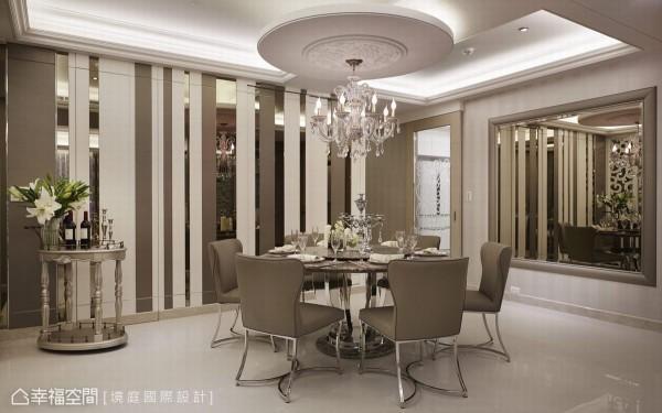 位于客厅与私领域廊道间的缓冲地带,选以圆形石材餐桌创造动线的流畅感,而天花梁体的经过,以圆形雕花饰板与水晶吊灯加以修饰,创造空间安定感受。