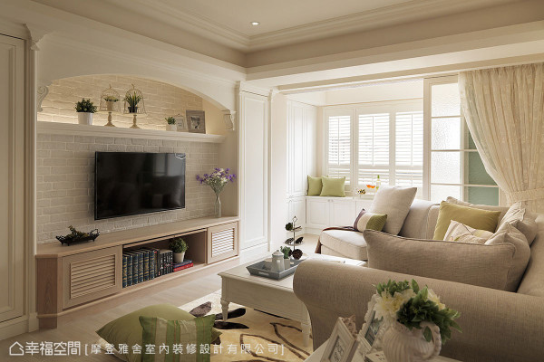 考虑屋主六大座音响的配置需求,特别在电视墙下方安排置放空间。