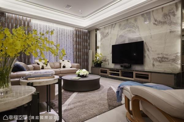 当前的风格配置,在典雅华丽之中透着自然触觉的舒适清新,贴合屋主希望的淡雅利落风格调性,却富有视觉层次,归功境庭设计大地色系与白的色调选择。