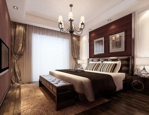 卧室中色调柔和的布艺床头庄重典雅而不乏轻松浪漫的感觉,与灰紫色暗花纹壁纸和深紫色的格纹地毯相互呼应,多层次的色彩变化,中和了深色家具带来的冷静,带有灰度的柔和色调让整个房间停留在雅致迷人的氛围里。