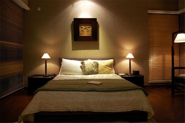 卧室是住宅中一个非常重要的环境之一,也是我们心灵的圣地,在这里我们可以完全地放松,可以让自己变得更有活力,在漫长而又喧闹的工作时间结束后,回到一个温馨、安静的卧室,可以在里面让心情放松、平静下来。