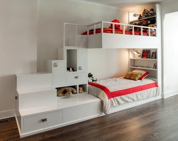 对于儿童房来说,采光好很重要。房间最好是向阳的,如果是背阴的房间,房间的照明度一定要高于成年人的卧室,书桌的灯具光线要柔和、均匀,充足的照明能使房间更温暖,也能让孩子有安全感。