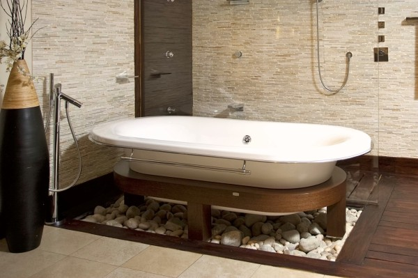 热水澡是最好的放松方式之一。浴缸的大小要和卫生间的面积相宜,较小的卫生间可以选择小而深的浴缸。另外还要注意热水器与浴缸是否匹配。
