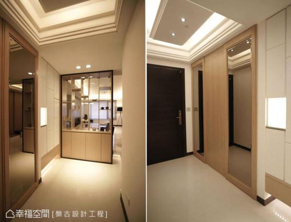 相对窄长的入门空间,以镜面与木质藏起电表箱存在;悬浮柜体以线性切割带出古典感受,而端景同时为餐厅倚靠柜,穿透的双面展示设计,让自然光得以延续至此