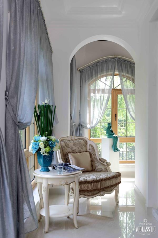 保利西山林语软装配饰设计之卧室一角