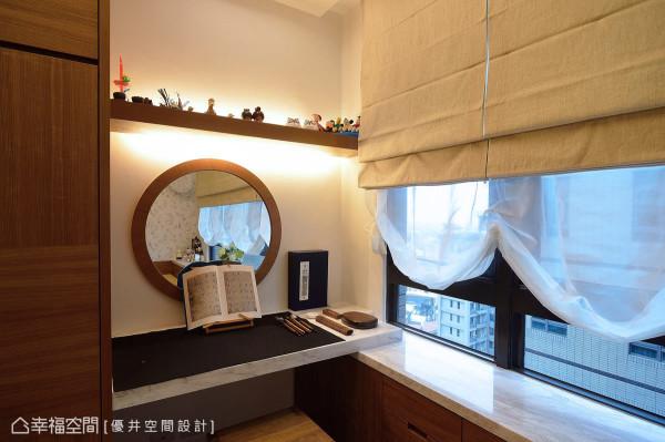 屋主为母亲保留的客房,风格质朴温雅,桌面与卧榻以银狐大理石交织连接,呈现设计上的细节与精湛工艺。