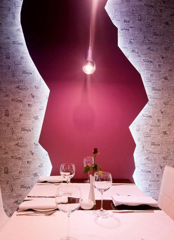 这件作品出自建筑师Wamhouse设计,设计采用的主要元素是报纸,无论是餐厅的名字,还是餐厅内部墙壁和家具的形式。并且设计师提供的不仅仅是餐厅内部的设计,还包括餐厅的名字,标识和尺寸等。