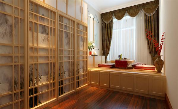 没有过多累赘复杂的造型,体现了主人的内蕴品性。客厅背景造型采用拱形的石膏板、石膏线高档壁纸装饰,凸显出大气、简约、沉稳,采用了软包。