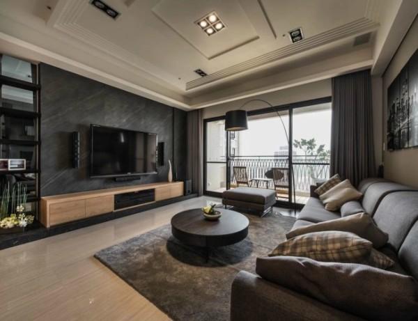 本案例色调偏重,以灰色、褐色为主,哑面电视背景墙、布艺沙发材质都营造出了悠闲从容的生活意境