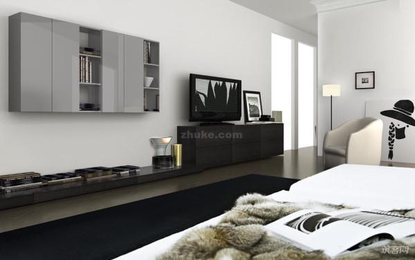 沙发采用的是北欧风格的布艺沙发,配以欧式弹力丝的银灰色地毯,让整个空间在简约中透出一种低调的奢华。