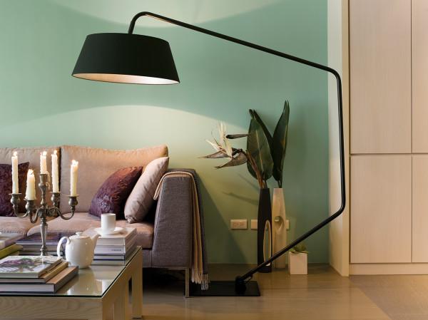 客厅一角的特色,个性的灯,设计感很强