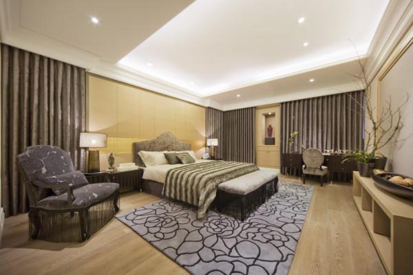 次卧室为长辈房,以稍显厚重型的颜色点缀卧室的稳重华丽,使整体拥有最舒适的睡眠空间