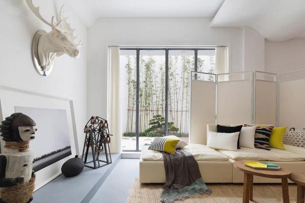 利用原结构房高,做简约精美的配搭,使空间更舒适美观。