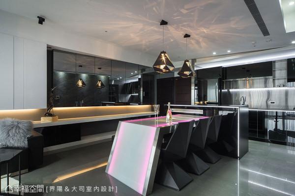 搭配界阳设计经典的斜切造型餐桌,设计师另搭配原装进口的设计感单椅,藉由前卫的线条感丰富整体性。