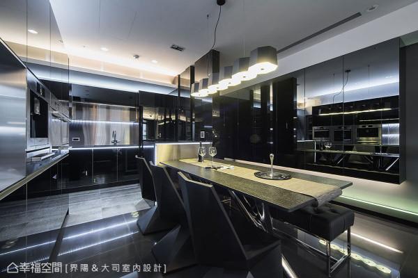 机能齐备的进口厨具上,另镶饰LED灯带增添前卫时尚感,是界阳设计克服施做难度的其中一项创新之举。