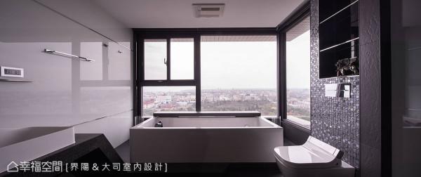 透过浴缸底座的架高,可在无边际的环场视野里,感受浸沐汤池的舒心享受。