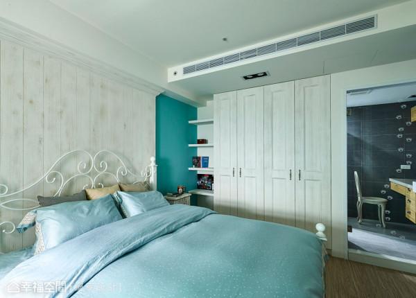 Tiffany蓝漆色与仿旧处理的柜体立面,营造浪漫优雅的清新乡村风。