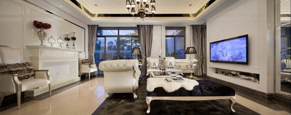空间富有的钻石绒硬包以及镜面对空间的延伸,让空间的质感细腻的呈现出了别样的奢华度。大面积的珠光白漆饰面增加了空间的温婉之气,极富心思的家具配饰,隐约的显露了她的内在美。