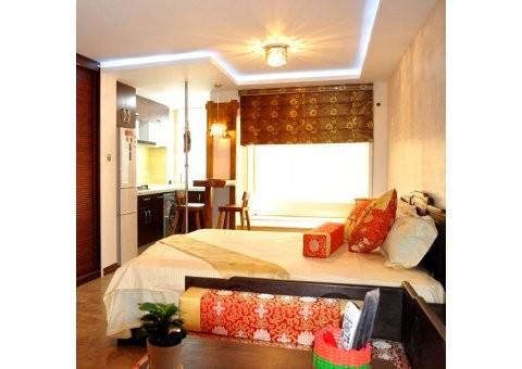 喜庆的中国红、典雅庄重的咖色、还有原木色、黑色和土黄色,都是这个设计中的元素,色彩本身没有美或者不美,只是将色彩搭配在室内设计当中,就有不一样的效果了。