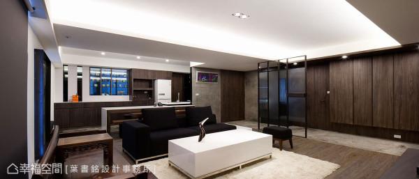 方正且朗阔的尺度,搭配上矩阵式天花设计,将玄关、客、餐厅做了三点共生的优雅串接。