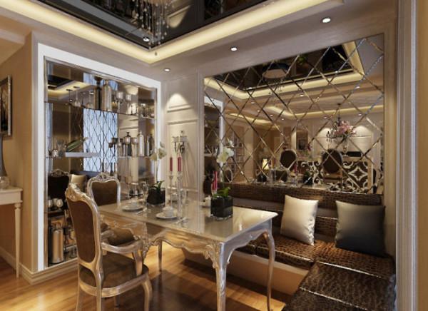 温馨的色彩,精美的装饰达到雍容华贵的效果,灯光吊顶的运用,增加了空间的层次感。造型传承经典欧式并加以创新,使风格特点得以更加明确。