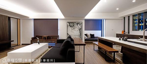 舍弃沙发背墙的制式观点,运用桌几的干净线条作为倚靠,安定分界客、餐厅的场域关系。