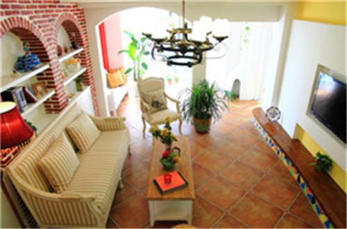 【设计说明】 设计亮点,客厅采用亮眼的颜色对比,电视背景与沙发背景做了一个对调重点,将电视背景轻描淡写,沙发背景进行一个着重体现风格与自然地结合