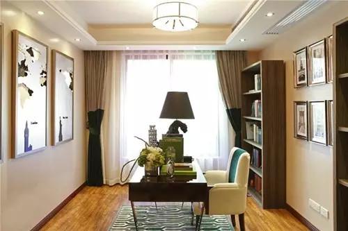 书房不需要过渡利用,墙角的书架、墙上的艺术品、白色的座椅和深浅对比的窗帘,随意的设计让空间更加自由。此时,一杯咖啡、一本好书即可。