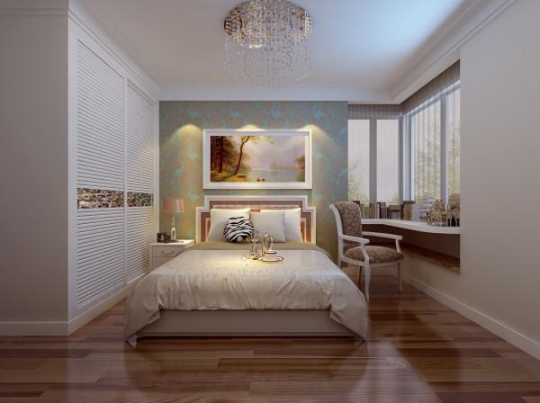 主卧室是个比较狭窄的飘窗,利用这一点做了书桌的桌面。窗台可以作为书架利用。背景墙用了比较活泼但是对比不是很强的颜色。以保证睡眠质量。整个色调比较平和适合休息。