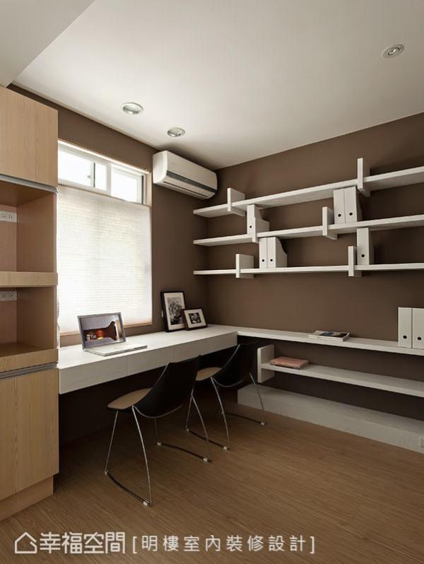 原先是老旧的客房,是预留的小孩房,利用多变的书架设计,增加空间的趣味性。