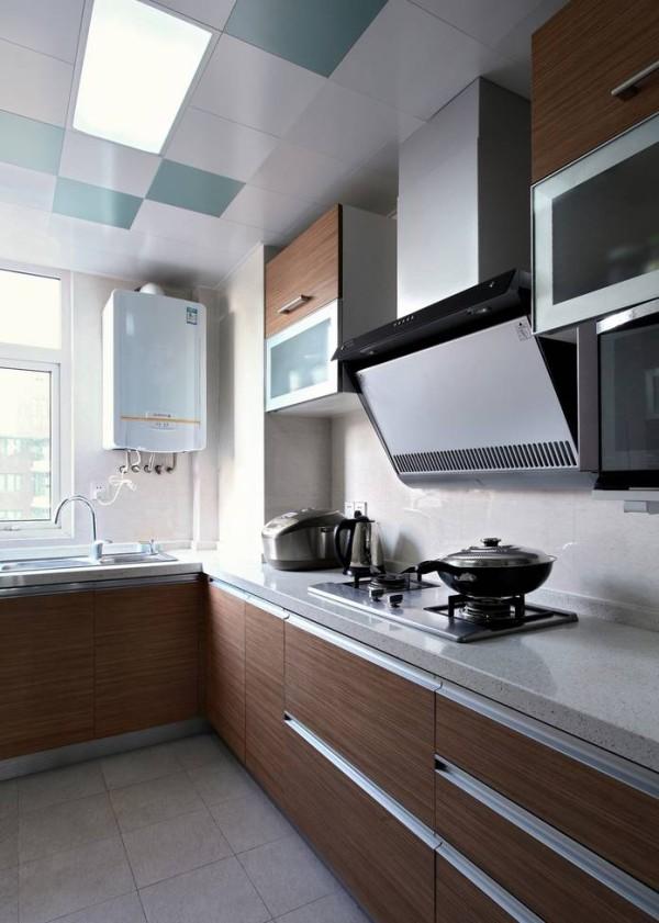 现代化厨房成就了屋主的高超厨艺,整齐的原木色橱柜散发着大自然的气息,功能齐全、设计简洁便是当下国际化厨房的要求。