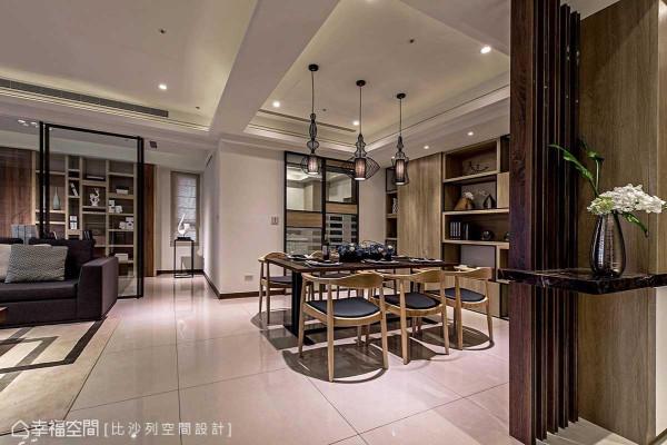 刻意修改的厨房拉门比例,藉由利落框线将书房与厨房景深做了完整界定,同时,亦释放了屋高的最佳尺度。