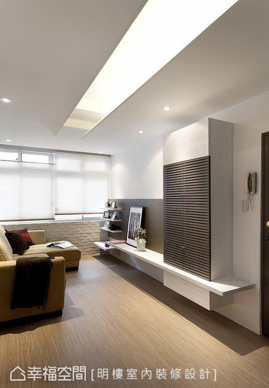 同样也运用带点弧度的线条设计,将空间视觉集中于天花板中央,同时也将梁柱结构隐藏起来。